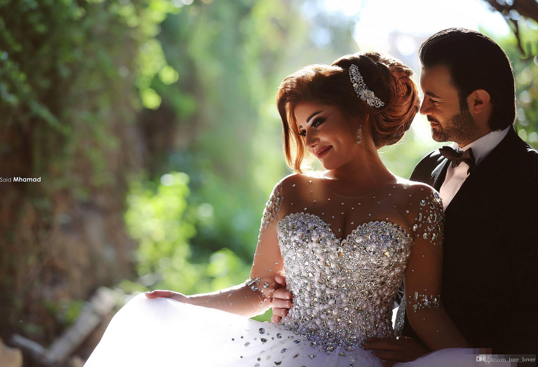 2019 Luxo Rhinestone Cristal Pérolas Manga Comprida Rendas Vestidos de Casamento Sheer Tripulação Pescoço Oco Espartilho Voltar Tribunal Trem vestido de Baile Vestidos de Noiva