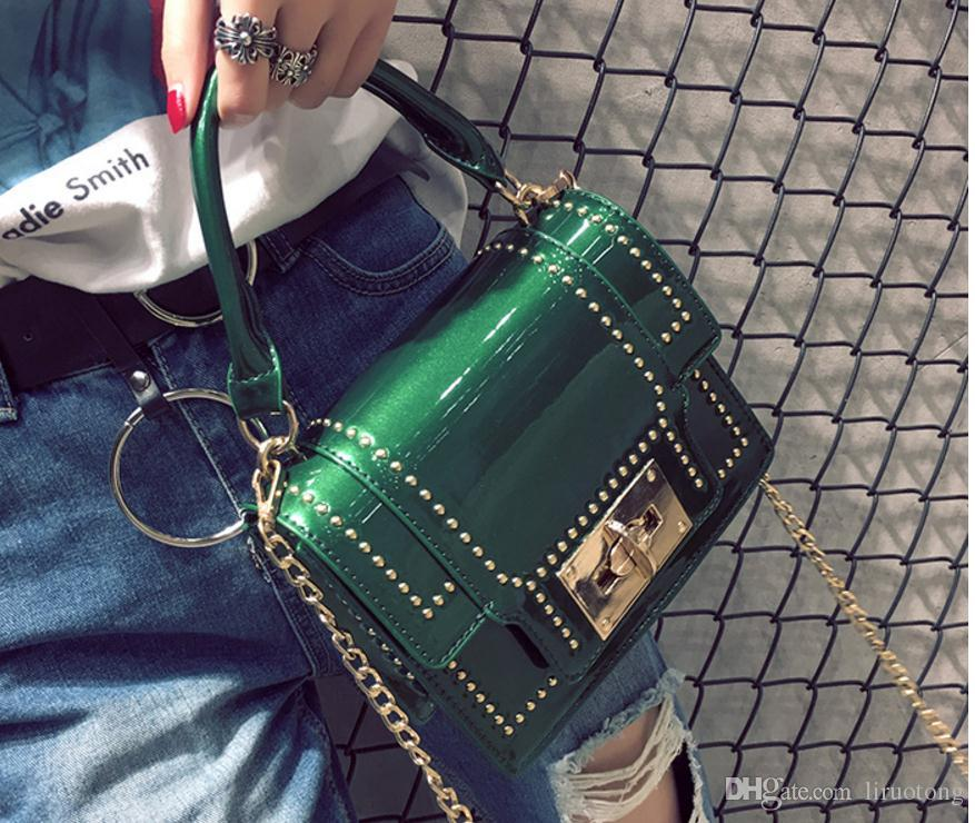 Yeni 2017 Avrupa ve Amerikan moda perçin küçük kare çanta zincir çanta el konşimento omuz çantası