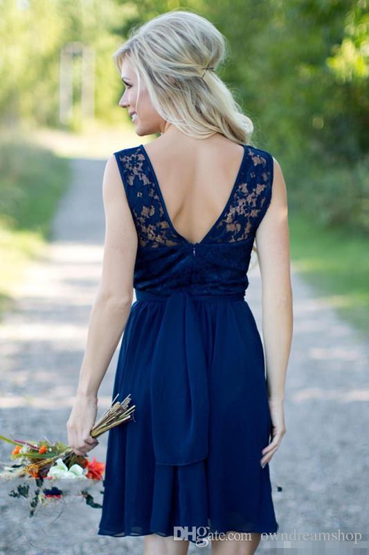 2016 Vestidos de dama de honor de encaje bohemio azul marino Hasta la rodilla con espalda abierta Más tamaño Jardín Boda Vestidos de fiesta de invitados Vestido de dama