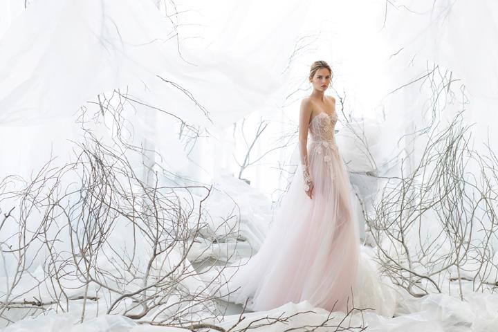 Mira Zwillinger 봄 아라비아 구슬 장식 웨딩 드레스 Strapless Tulle 3D 꽃 환상 신부 드레스 중동 두바이 웨딩 드레스