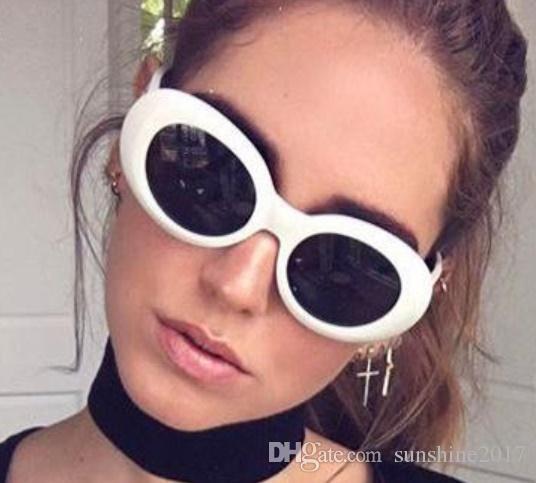 a9bc195055 Compre Gafas Ovaladas Blancas Kurt Cobain Gafas De Sol Mujeres Hombres  Populares Retro Pequeño Marco Blanco Lente Negro Gafas De Sol Marca Hombres  2019 ...