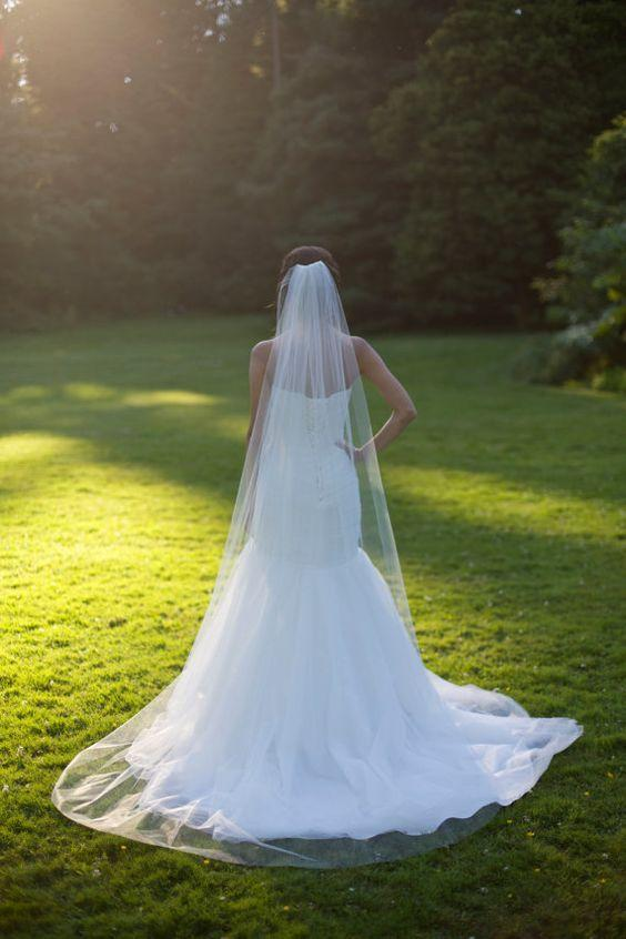 Chic One Layer Plain Long Veli da sposa Cheap Cut Edge Tulle Chapel Velo da sposa con pettine nuziale