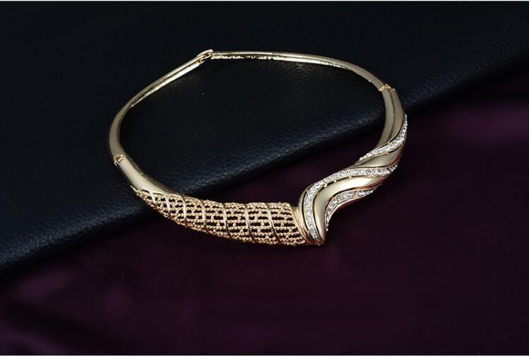 Conjuntos de joyas calientes para la boda de las mujeres de oro de color gargantilla collar pendiente de la pulsera del anillo de moda barata Conjuntos de joyería de fantasía