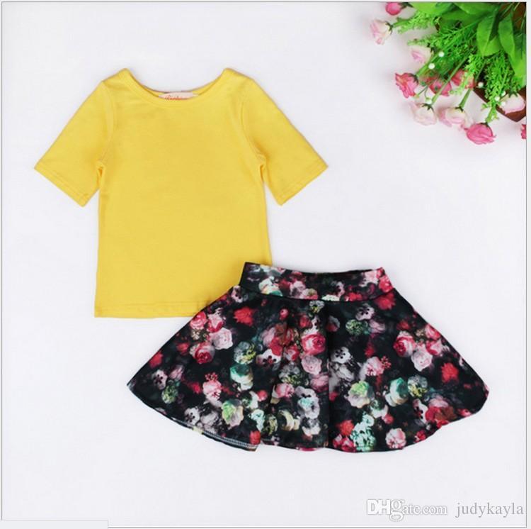 Симпатичные девушки из двух частей набор 2016 лето новая девочка желтый футболка топы + цветочные пачка юбки Мода дети костюмы дети повседневная одежда