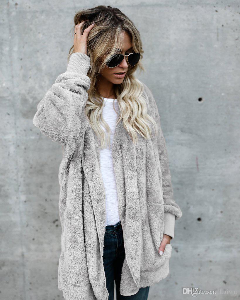 Faux-Pelz-Mantel-Frauen arbeiten mit Kapuze Street Zwei Side Wear Wintermantel Frauen Warm und Komfort Overcoat