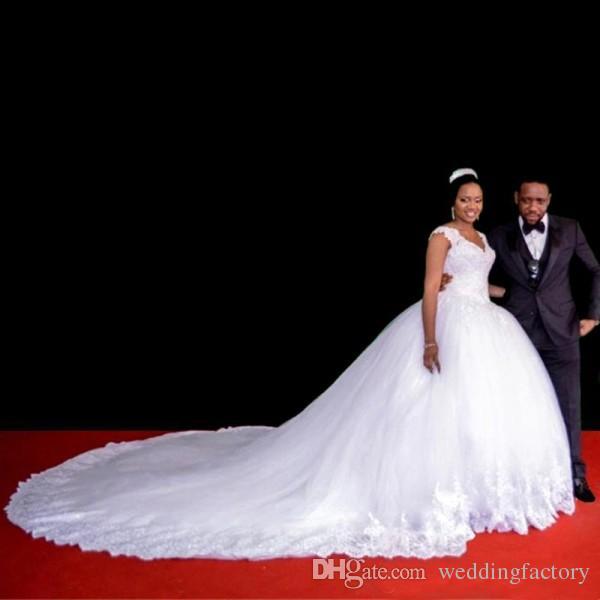 Wunderschöne arabische Hochzeitskleid geschwollene Ballkleid V-Ausschnitt aus der Schulter Perlen Spitze Appliques Prinzessin Brautkleider weichen Tüll Top-Qualität