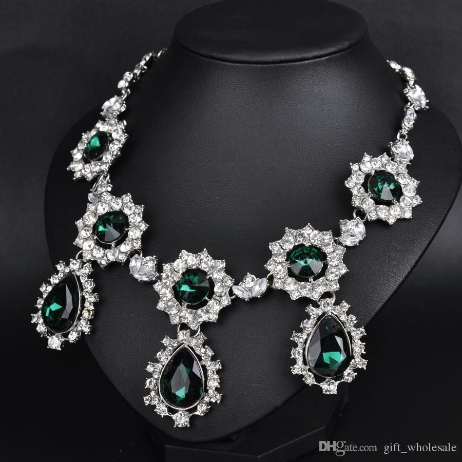 Collar de pendientes con accesorios de moda europeos y americanos fabricante al por mayor de venta directa pendientes de cristal esmeralda de lujo stud