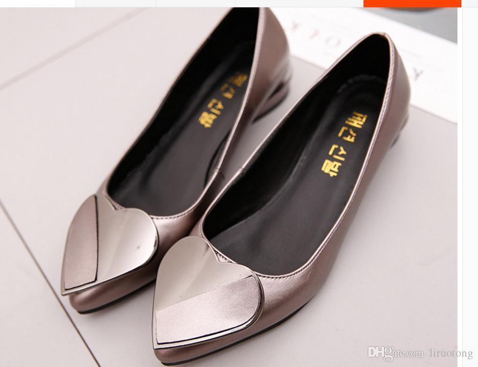 Han edition of the new pointed mouth shallow low with heart buckle joker women's shoes