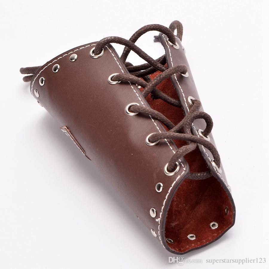 Bracciale da cavaliere medievale vintage Bracciale da uomo Punk PU in pelle con bretelle Bracciale con corde incrociate Gothic Cosplay Wristband Black / Brown