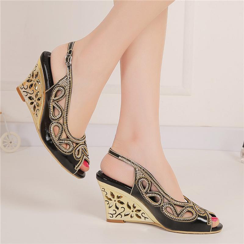 Sandali estivi sexy scarpe da damigella d'onore di colore nero scarpe da punta donna scarpe eleganti strass scarpe da promenade con zeppa