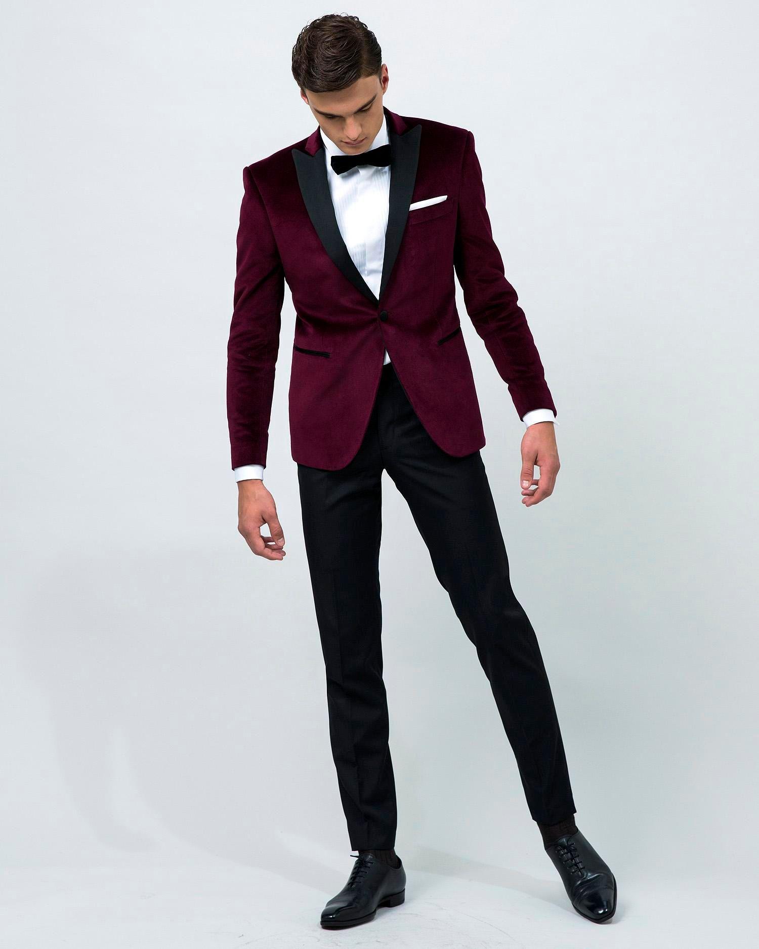 2016 Borgogna Velvet Groom Tuxedos Peak bavero groommens adatta / Abiti da sposa su misura uomo jakcet + pantaloni + cravatta + tasche