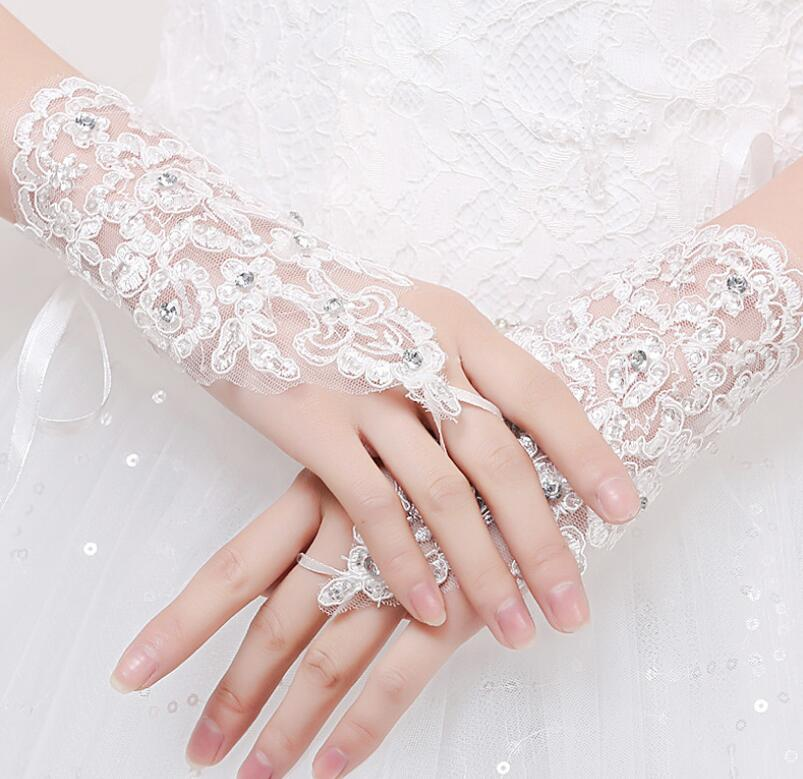 New Arrival Cheap In Stock Lace Appliques Beads Fingerless Wrist Length With Ribbon Bridal Gloves Wedding Accessories HT113