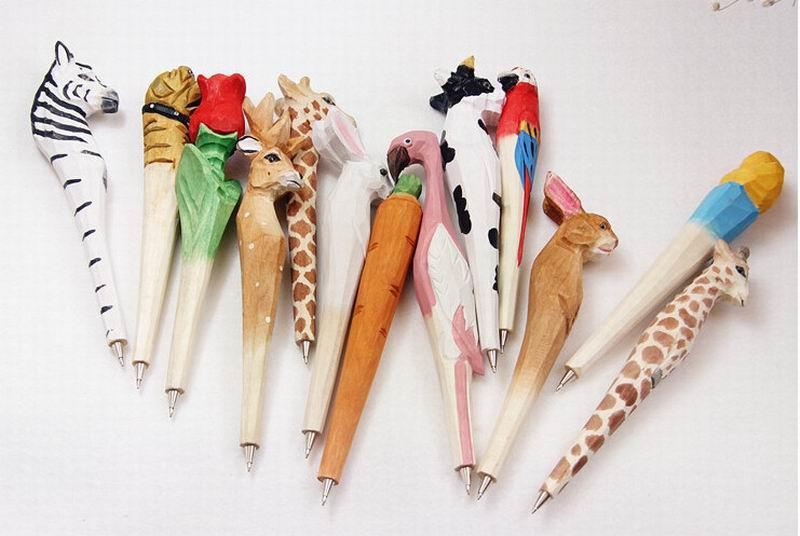 Hecho a mano bolígrafo de madera encantadora artificial Talla animal bola pluma creativa Artes azules plumas regalo New muchos color
