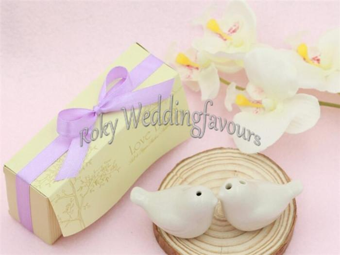=Love Birds Salt and Pepper Shaker with Colorful Ribbons Wedding Favors Anniversary Giveaways set of 2
