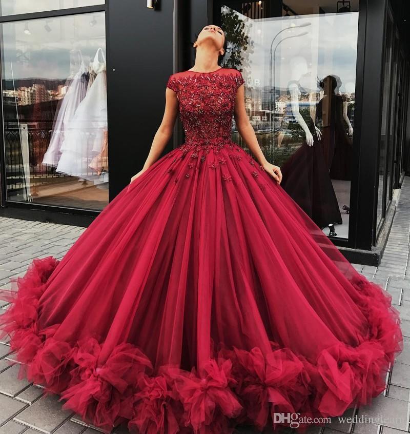 Dark Red Crystals Lace Ballkleid Quinceanera Kleider Sheer Jewel Ausschnitt Applikationen Prom Kleider Rüschen bodenlangen Tüll Sweet 16 Kleid