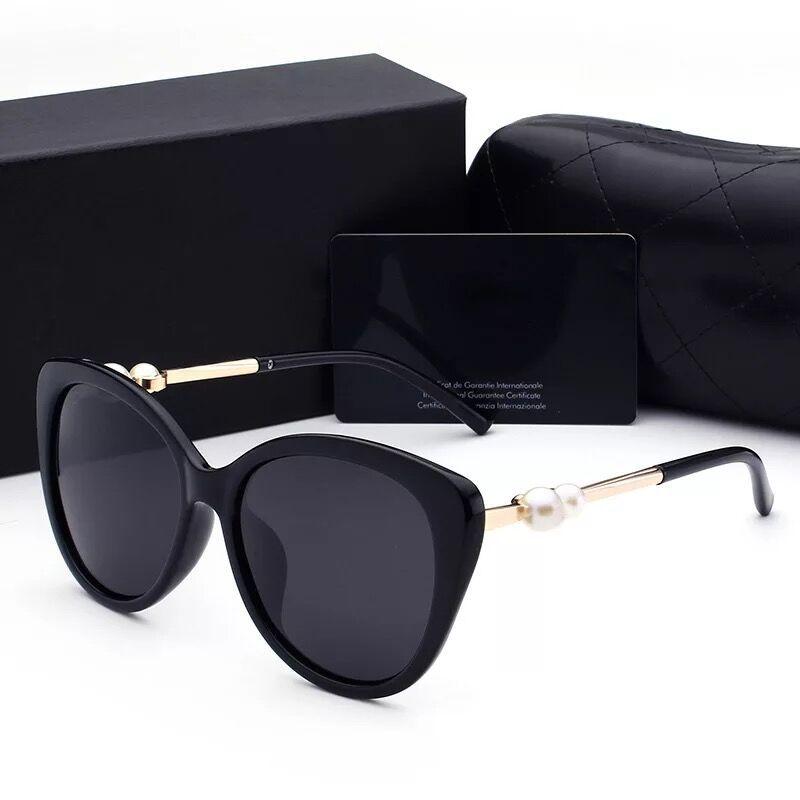 Compre 2018 Mulher Óculos De Sol Senhora Designer De Luxo Com Caixa De  Logotipo UV400 Óculos Polarizados Moda Para Mulheres Pérola Quadro Óculos  De Sol De ... 648ec2b863