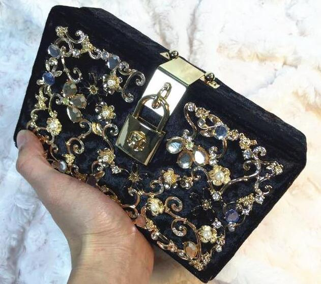 Factory Sales Exquisite Diamond Ladies Bag Chain Acrylic Diamond Pearl  Flowers Women Banquet Package Of High End Carved Womens Bags Handbag Online  Branded ... 1bad63483787