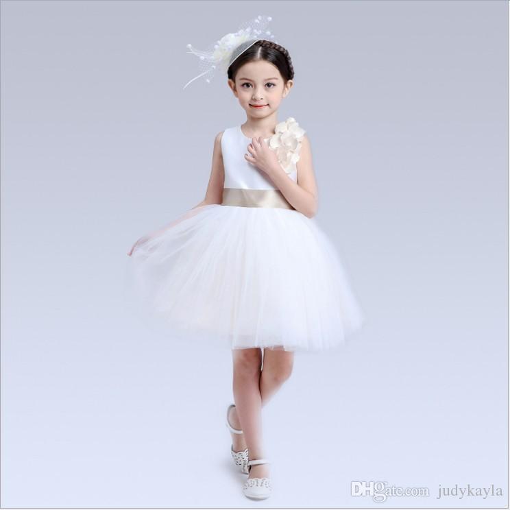 Bra kvalitet stora tjejer spets prinsessa klänning 2018 sommar tjej spets gasbind klänningar barn vit ärmlös väst klänning barn kläder 5st