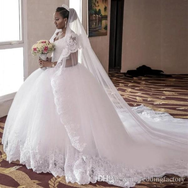 Precioso vestido de novia árabe Vestido de bola hinchado Cuello en v Fuera del hombro Apliques Encaje Apliques Princesa Vestidos de novia Suave Tul Calidad superior