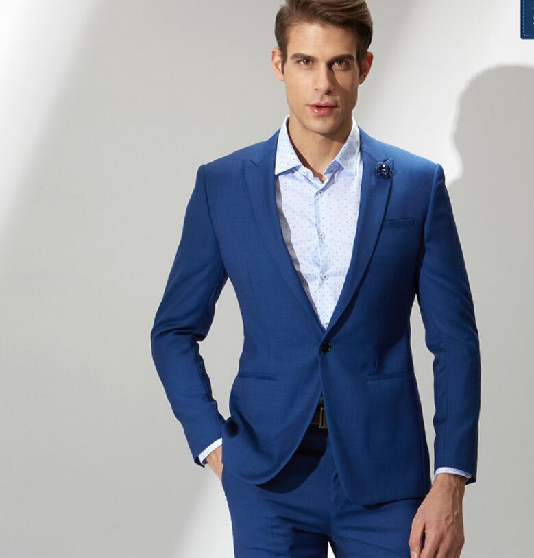 Abito elegante uomo blu