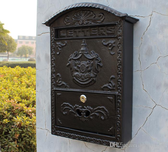 Cast Aluminum Mailbox Postbox Embossed Trim Metal Mail Post Letters Box for Yard Patio Lawn Garden Outdoor Decoration Wall Mounted Vintage