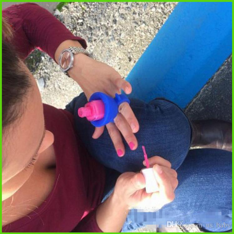 Mujeres Finger Wearable Nail Gel Bottle Sostenedor suave del silicón con el anillo Creativo Nail Art Tools Polish Varnish Bottle