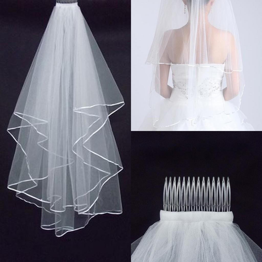 A buon mercato veli di nozze di due strati con il pettine bianco avorio con il bordo del raso i veli da sposa degli accessori di nozze