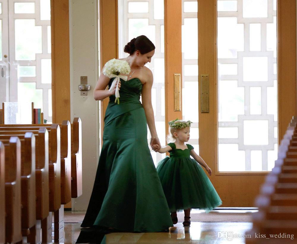 Großhandel 18 Smaragdgrün Hübsche Blumenmädchen Kleid Tee Länge Vintage  Schatz Hals Kleine Mädchen Prom Kleider Graduation Kleid Günstigen Preis  Von