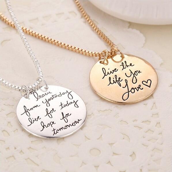 Mektup kolye kolye dünden öğrenmek bugün canlı yarın için umut oyulmuş mektup yuvarlak kolye