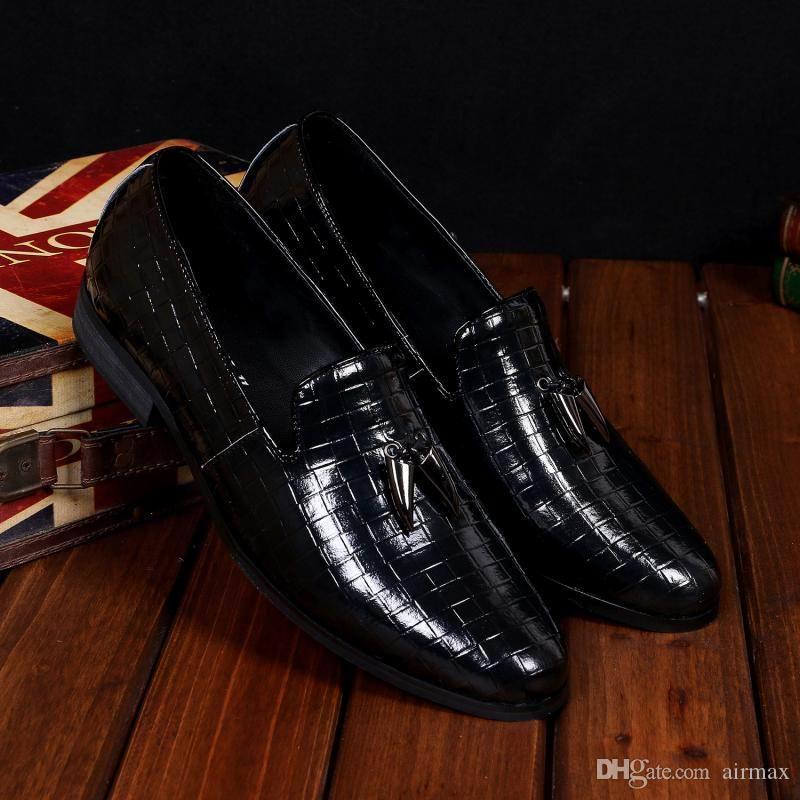 Sıcak Satış Lüks Erkek Siyah Elbise Ayakkabı Moda Iş Eğlence Deri Erkek Ofis Kariyer Için Düz Ayakkabı Kayma Tekne ayakkabı