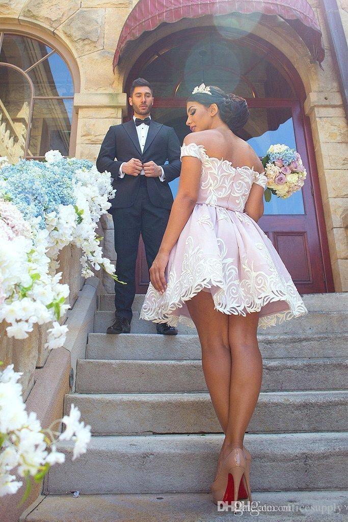 Corto 2017 Vestidos de Fiesta Precioso Fuera del Hombro de Encaje de Satén Mini Vestido de Fiesta Vestido de Graduación de Moda
