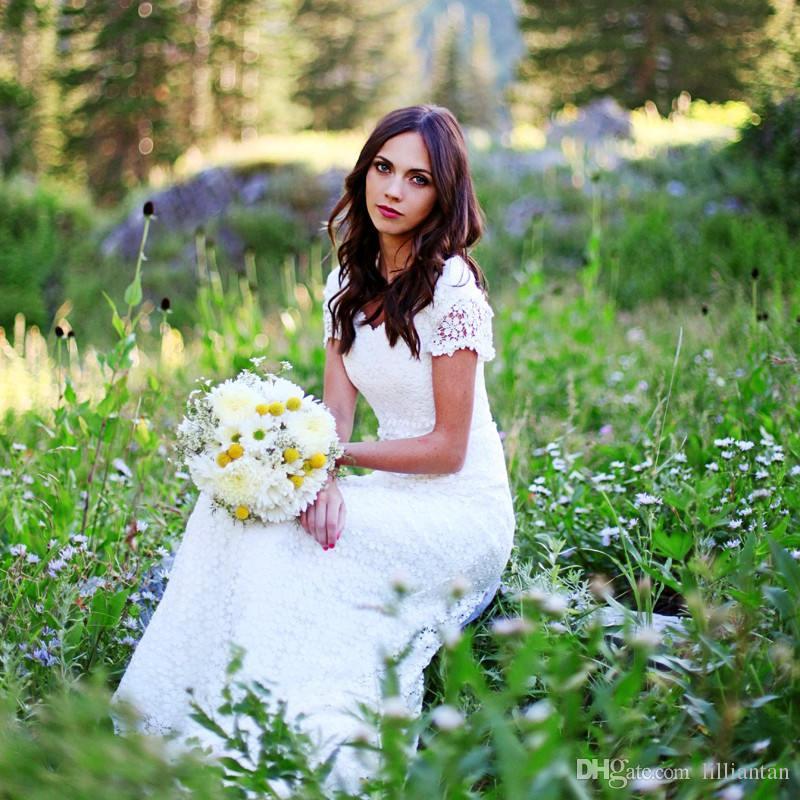 Diseñador Modesto País Vestidos de boda occidentales Vestido de manga corta de encaje Vestido de novia Con cuello en v Una línea Vestidos de novia a medida robe de mariage
