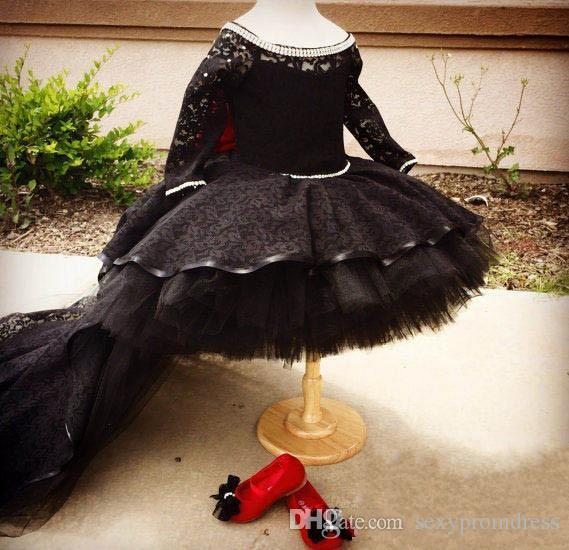 Atemberaubende schwarze Spitze High Low Mädchen Festzug Kleider 2017 Kristalle Perlen Scoop Ausschnitt Langarm Tüll Ballkleid Blumenmädchenkleider