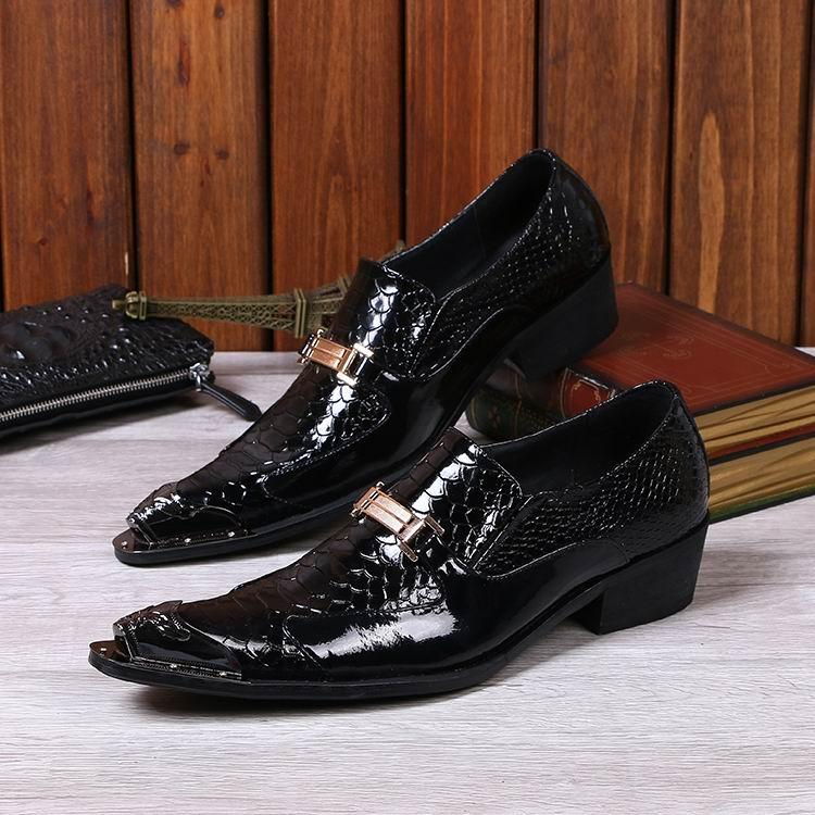 Personalisierte Luxus Männer Lackleder Schuhe Mode Python Schlange Metallkappe Charme Slip On Bootsschuhe Für Mann Büro Party Schuhe