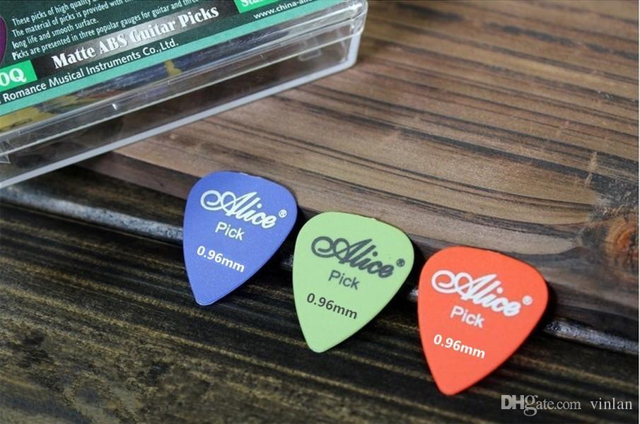 100 stücke Hohe Qualität Dünne 0,96mm Akustische Elektrische Gitarre Picks teile Plektren musikinstrumente