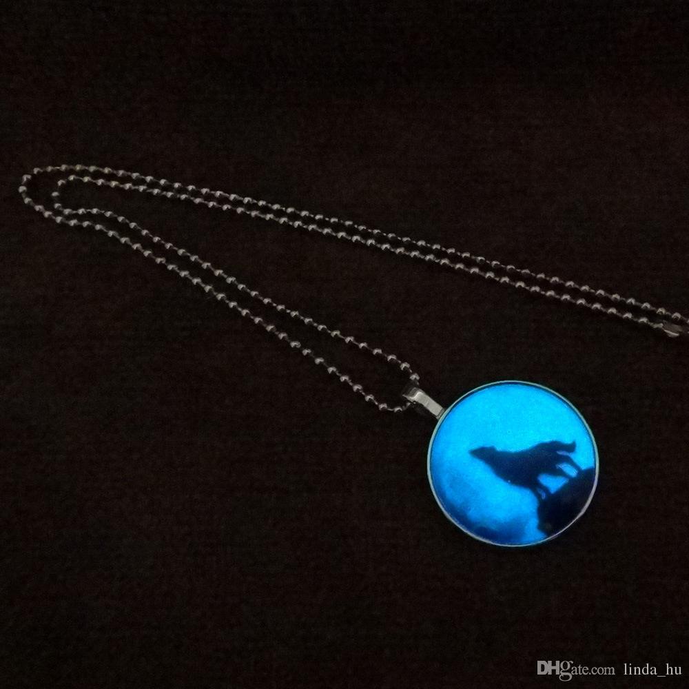 Mode européenne et américaine longue lune lumineuse loup animal pendentif longue section de la boule lumineuse lumineuse pierre précieuse pendentif bijoux Mme