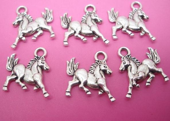tibetansk silverpläterad häst dangles charms hummer claw clasp hängen för smycken gör DIY handgjorda flytande charms 32x18mm