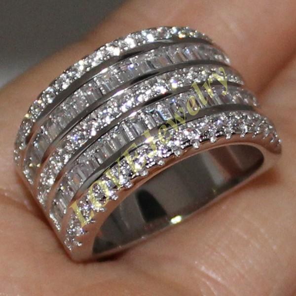 Handgemachtes Weißgold-Weißgold-gefüllter quadratischer simulierter Diamant-CZ-Stein-Overlay Ewiger Hochzeits-Verlobungsring für Frauen und Männer
