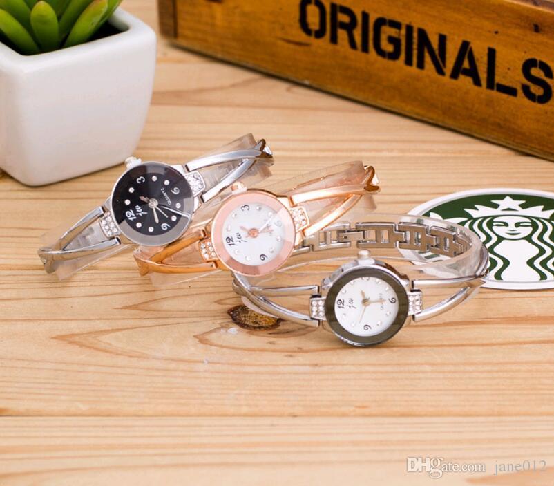 Mujeres Elegantes Pulseras de diamantes de imitación Relojes de cuarzo Pulseras Mujeres Banda de acero Chapado en oro rosa Redondo Dial Reloj de pulsera para mujer de moda