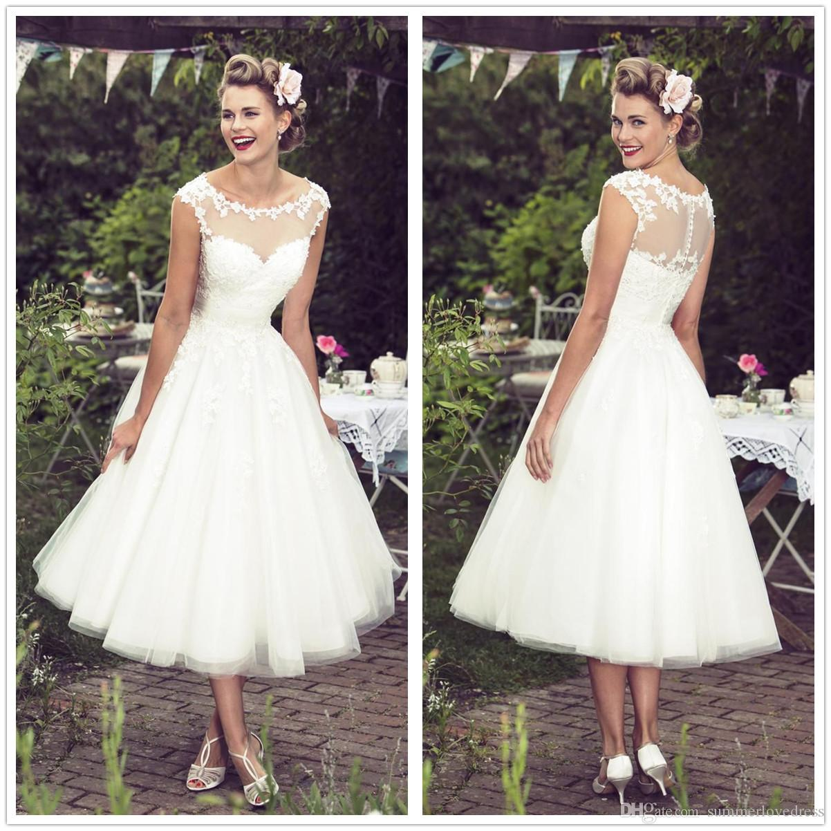 Discount Vintage 50S Style Short Lace Wedding Dresses Scoop Neck Tulle Applique Tea Length Bridal Gowns With Buttons