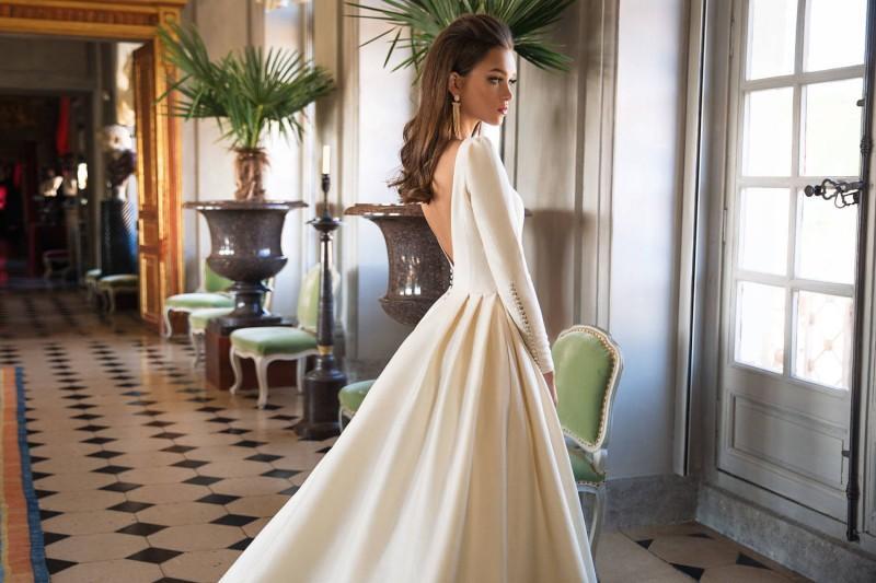 최고의 판매 디자이너 웨딩 드레스 라인 새틴 백리스 스윕 기차 긴 소매 웨딩 가운 바로 목 겨울 신부 드레스 플러스 사이즈