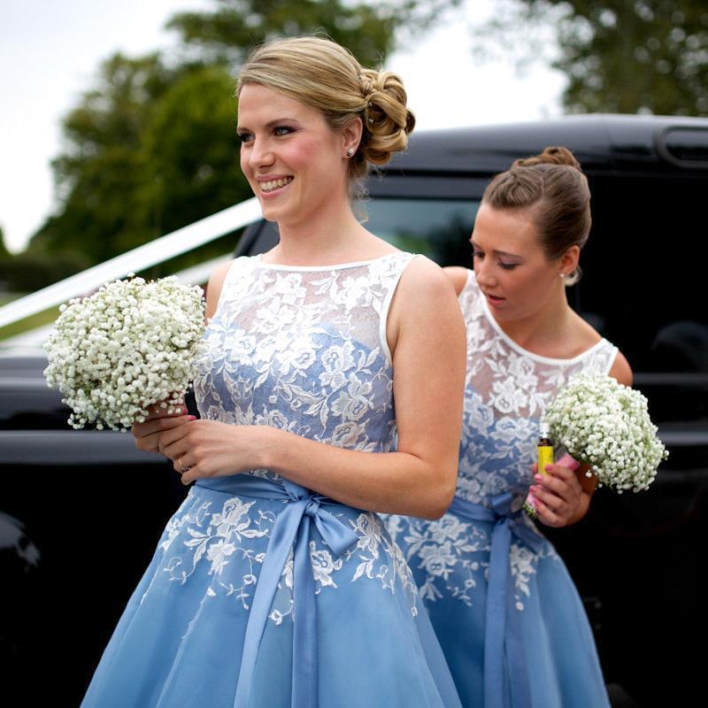 Ice Blue Short Bridesmaid Klänningar Billiga 2016 Sheer Scoop med Appliques Stain Belt Te-längd Sommar Organza Maid of Honor Gowns BA2395
