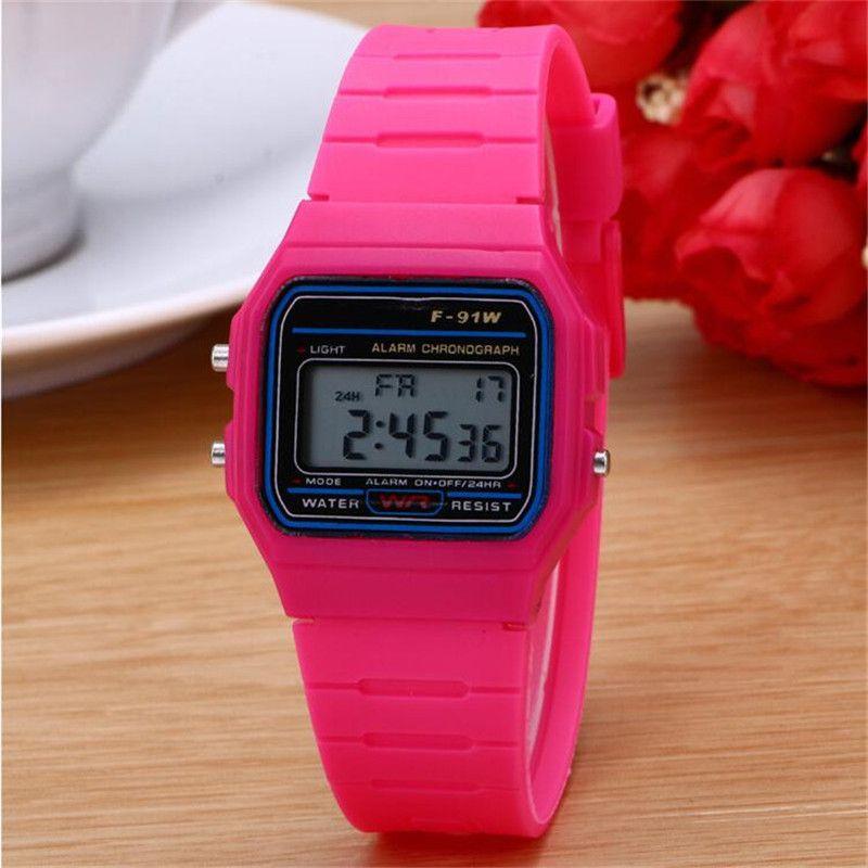 Relojes de pulsera digitales multifuncionales Relojes deportivos de amante Reloj de marca LED de gel de sílice Reloj despertador luminoso Luminoso F91W