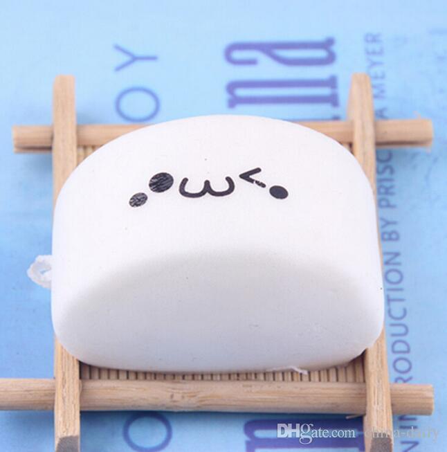 Free Ship 3*6*4cm Expression Steamed Bun Bread Soft Buns Baby Kids Children Food Pretend Play Kitchen Toys Mobile Phone Strap