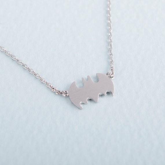 La moda batman firma tre colori scegliere la collana in lega di zinco del pendente con trasporto all'ingrosso all'ingrosso libero di trasporto, regalo di festa delle donne il migliore