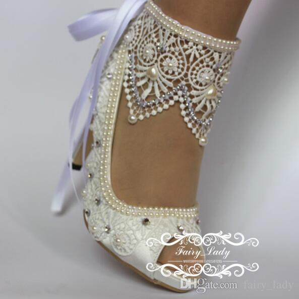 2017 Blanc Peep Toe Chaussures De Mariée En Dentelle Avec Ruban Réglable Perles De Luxe Strass 10 CM Talon Haut Femmes Pompes Robe De Soirée De Mariée