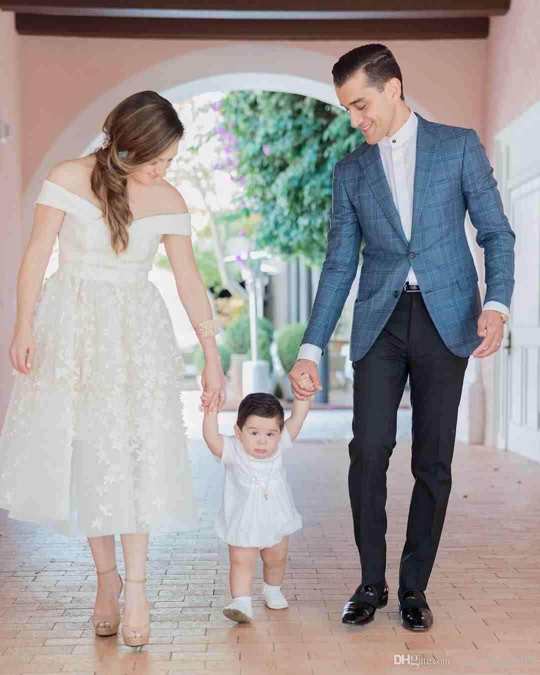 Taille Plus élégante Une robe de mariage en ligne de l'épaule en dentelle Appliques sans manches robes de mariée longueur de cheville robes de mariée sur mesure
