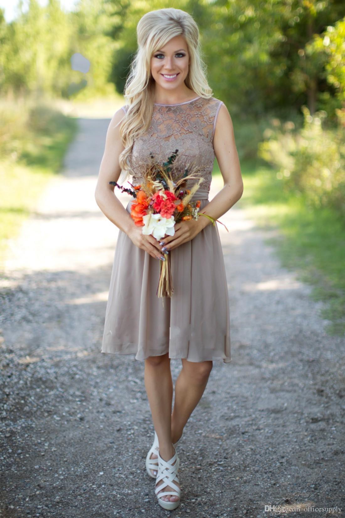 간단한 나라 들러리 드레스 2016 새로운 짧은 짧은 결혼식을위한 새로운 짧은 짧은 쇼핑 해변 레이스 무릎 길이가 100 미만의 새끼 가정부 명예 가운