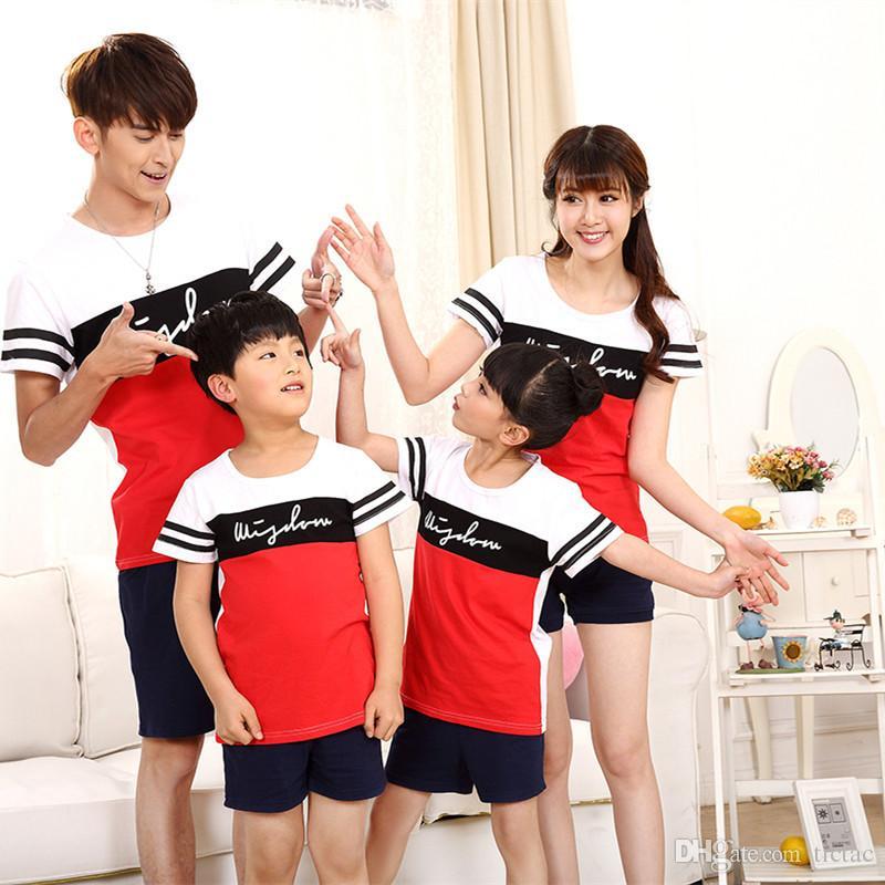 Sommermode Kurzhülse gestreiftes T-Shirt + kurzer zusammenpassender Familienkleidungssatz für Mutter Tochter und Vatersohnfamilienblick Satz