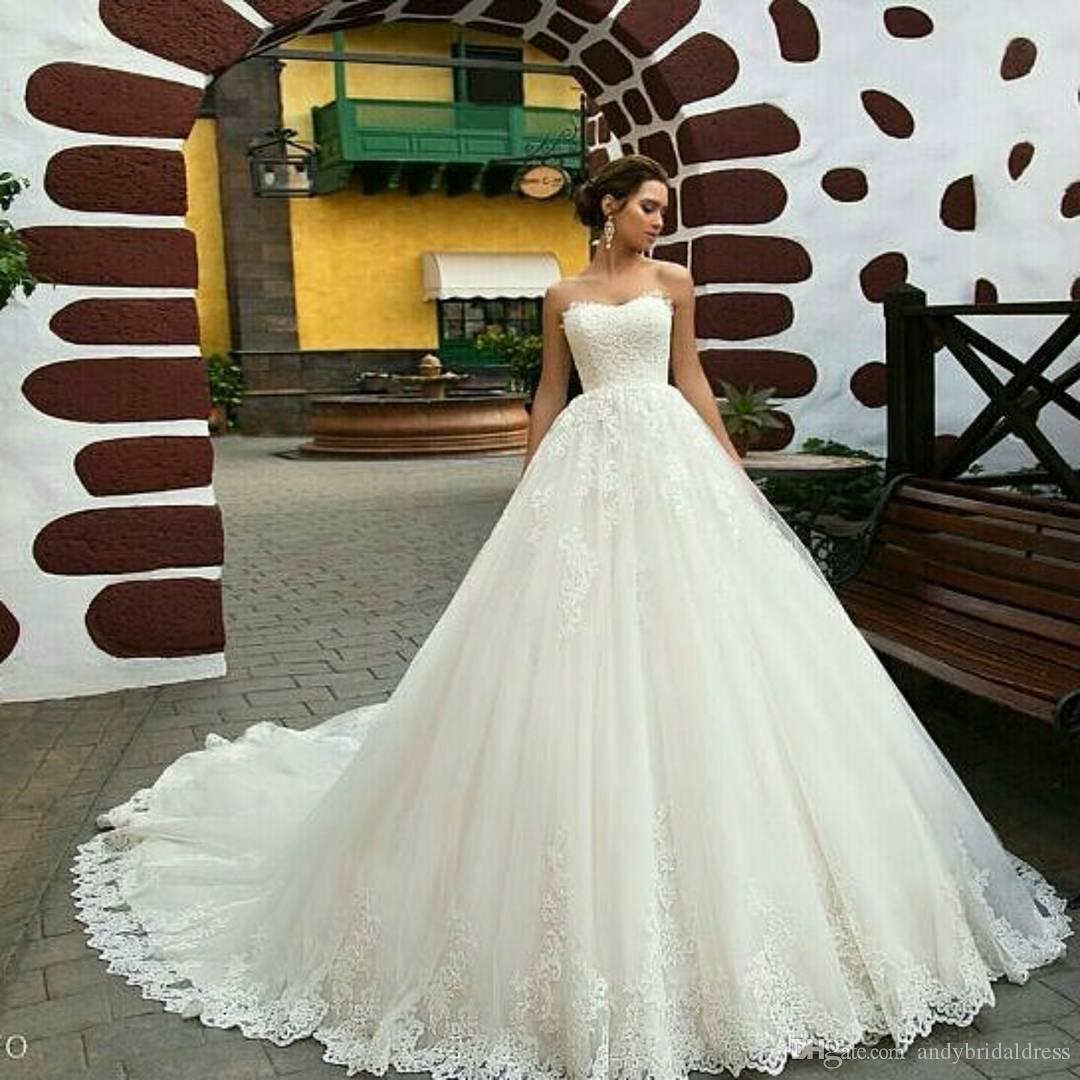 High Quality Vintage Lace 2019 Luxury Wedding Dresses Wave Neckline Strapless Appliqued Chapel Train Wedding Gown Bride Dresses